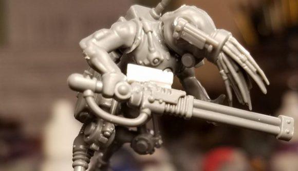 Warhammer 40k Oddworld kitbash a slig miniature