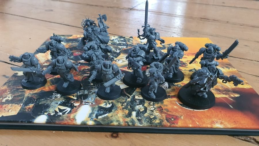 Warhammer 40k Black Templars Army Set review - author photo of all the infantry models in the box set